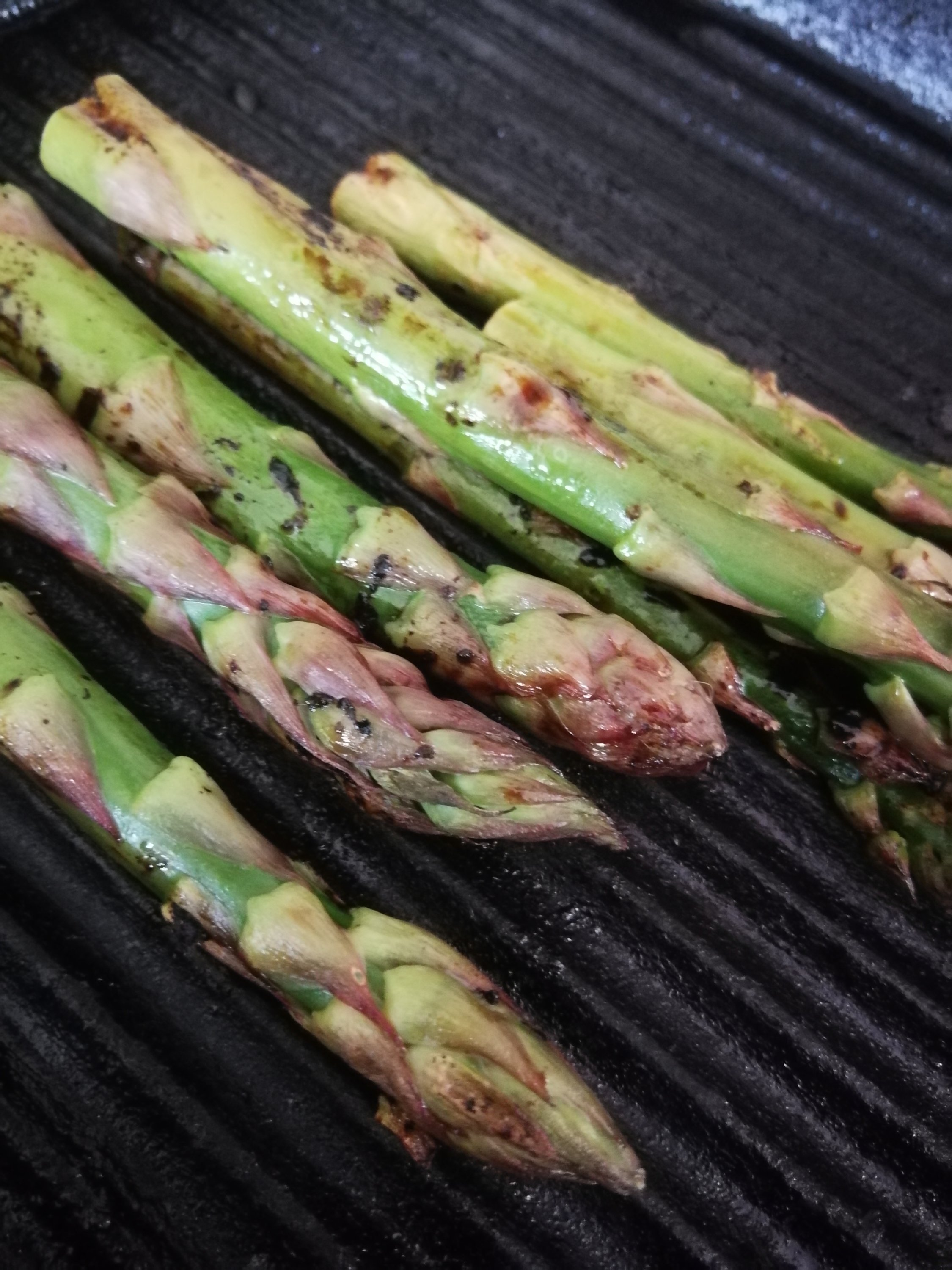 British asparagus looking delicious in a cast iron griddle pan